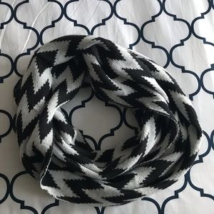 Accessories - Black and white chevron infinity scarf